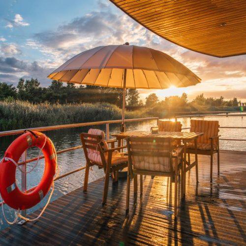 Hausboot-Sonnenuntergang
